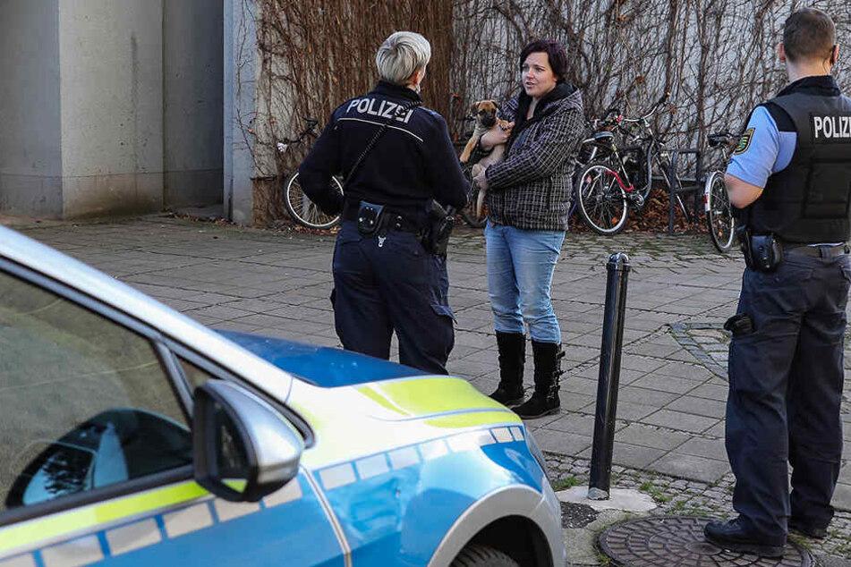 Polizei und Frauchen Maika Hamann fuhren sofort zu der genannten Adresse. Kurze Zeit später konnte sie ihren Bommel in den Arm nehmen.