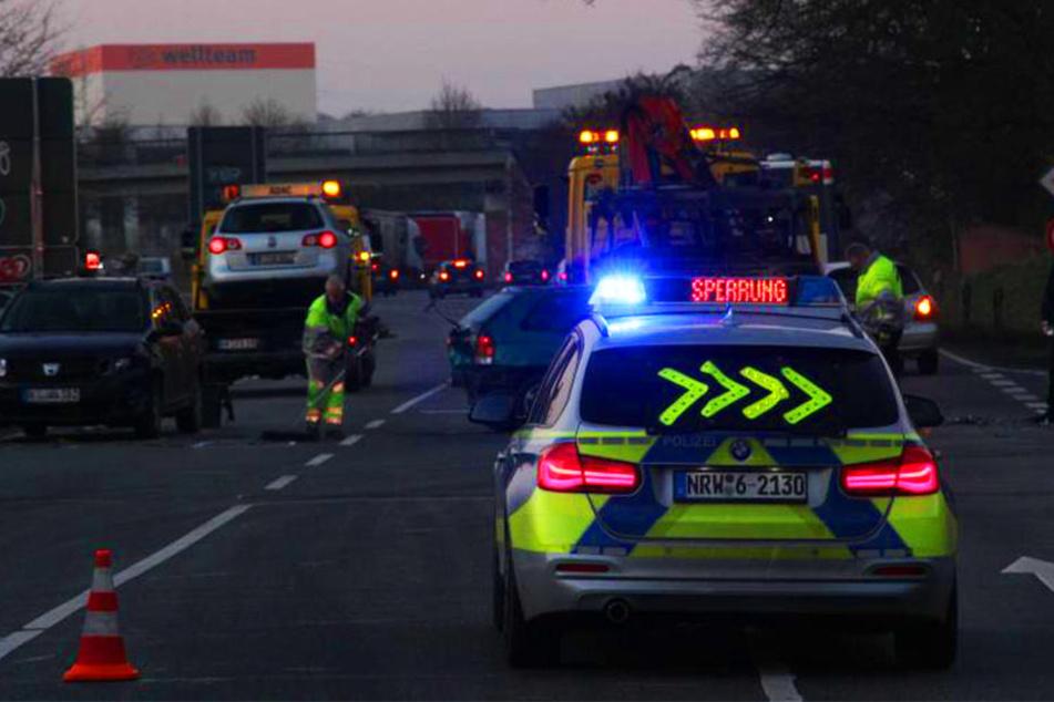 Insgesamt krachten drei Autos auf der Bielefelder Straße in Herford ineinander.