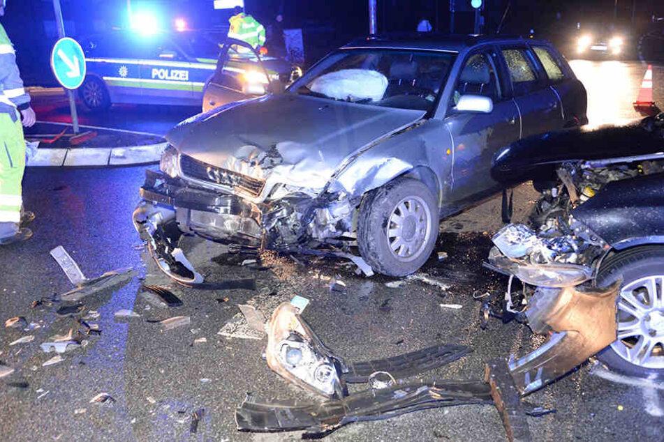 20-Jährige übersieht Auto beim Abbiegen: Ehepaar schwer verletzt