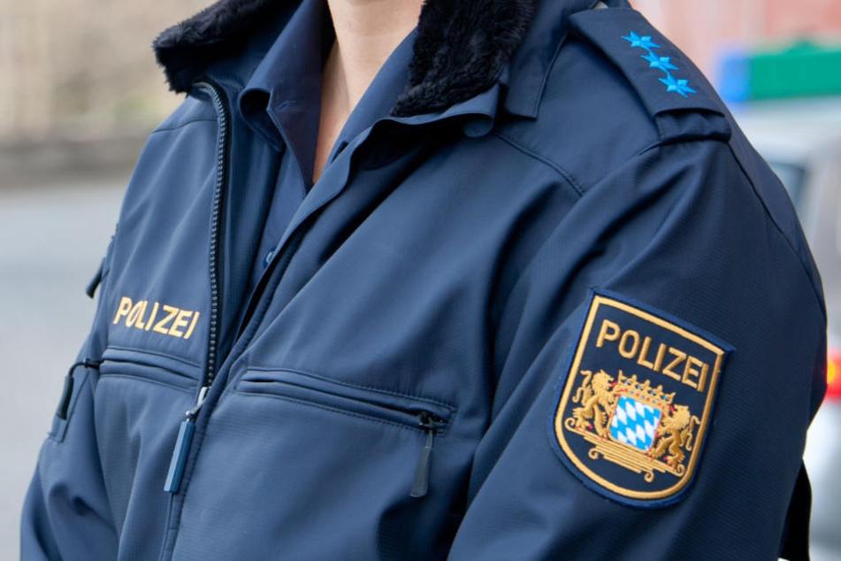 Die bayrische Polizeiuniform bleibt ohne Kennzeichen.