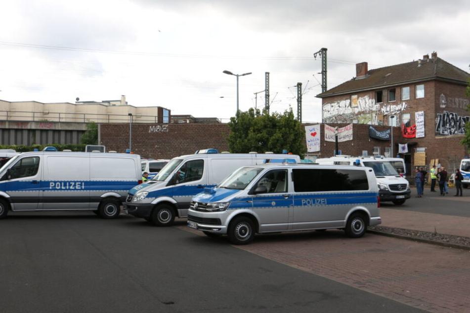 Polizei räumt besetztes Haus in Köln