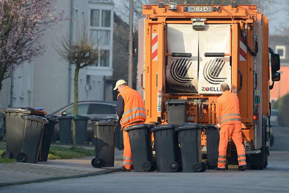 Durch den Feiertag werden die Mülltonnen zum Teil erst am Freitag und Samstag entleert. (Symbolbild)