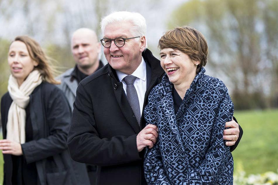 Der gebürtige Detmolder, Walter Steinmeier, bringt seine Ehefrau Elke Büdenbender mit.