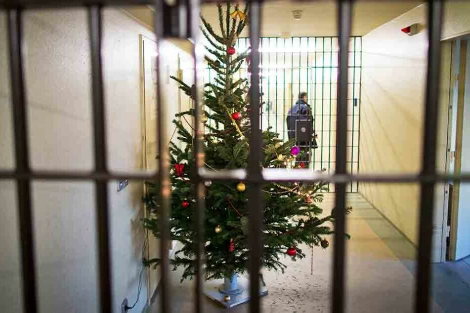 Geschenke gibt es keine für die Häftlinge - aber vielerorts immerhin einen Weihnachtsbaum.