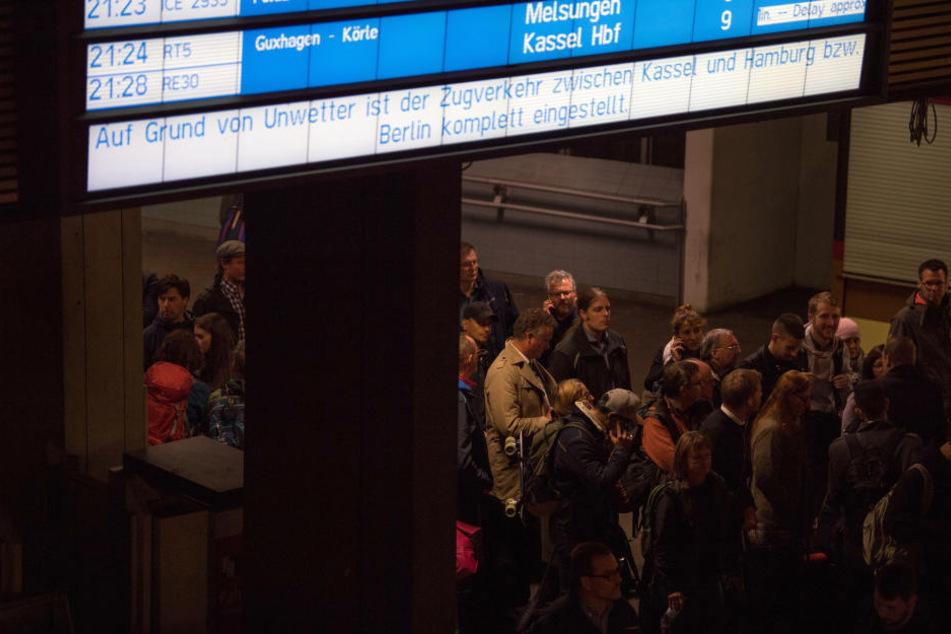 Chaos auf den Bahnsteigen. Viele Passagiere wussten nicht, wohin.