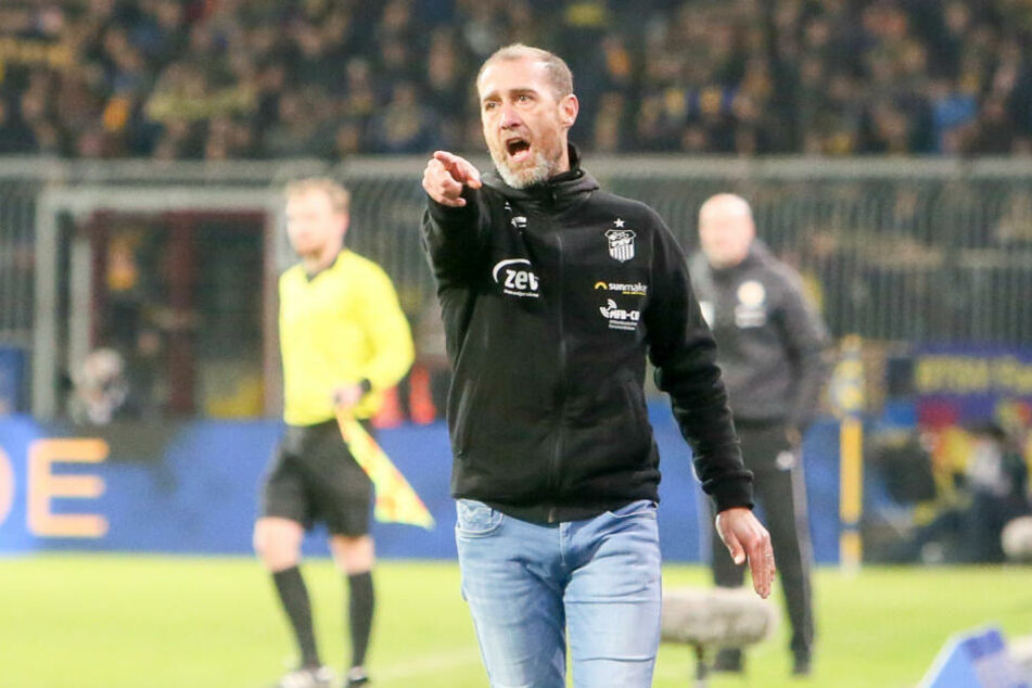 FSV-Trainer Joe Enochs hatte auf dem Betzenberg einiges zu kritisieren, die Abwehrarbeit aber nicht.
