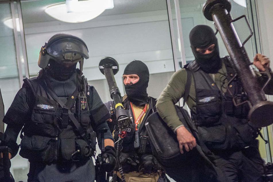 Ein Spezialeinsatzkommando musste die Situation in der JVA entschärfen.