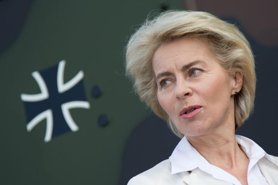 Bundesverteidigungsministerin Ursula von der Leyen wurde angezeigt.