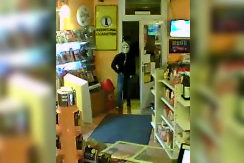 Das Bild der Überwachungskamera zeigt den mutmaßlichen Täter. (Fotomontage)