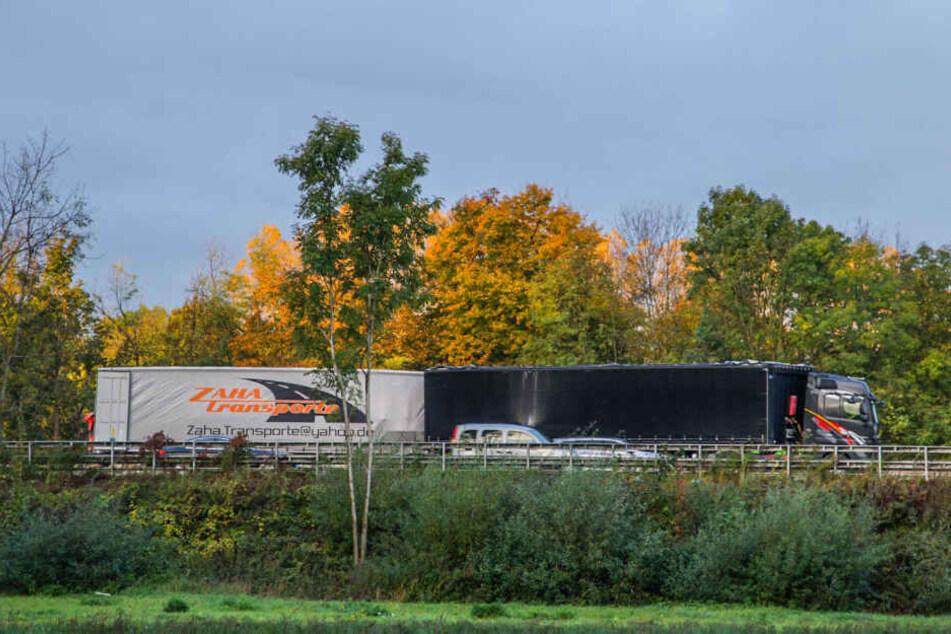 Ein Auffahrunfall zweier Lkw hatte den Stau ausgelöst.