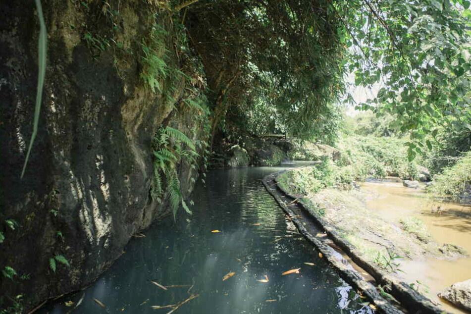 Die kaum bekleidete Leiche der Frau wurde in einem Flussbett gefunden, an Armen und Beinen gefesselt (Symbolfoto).