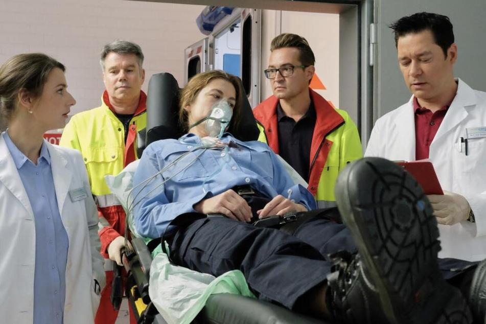 Die Ausbilderin von Jonas Heilmann wird verletzt in die Sachsenklinik eingeliefert.