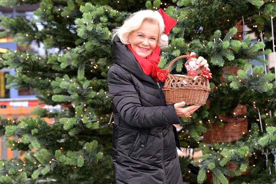 Für die waschechte Vogtländerin Dorit Gäbler (74) ist ein Weihnachtsbaum natürlich ein Muss.