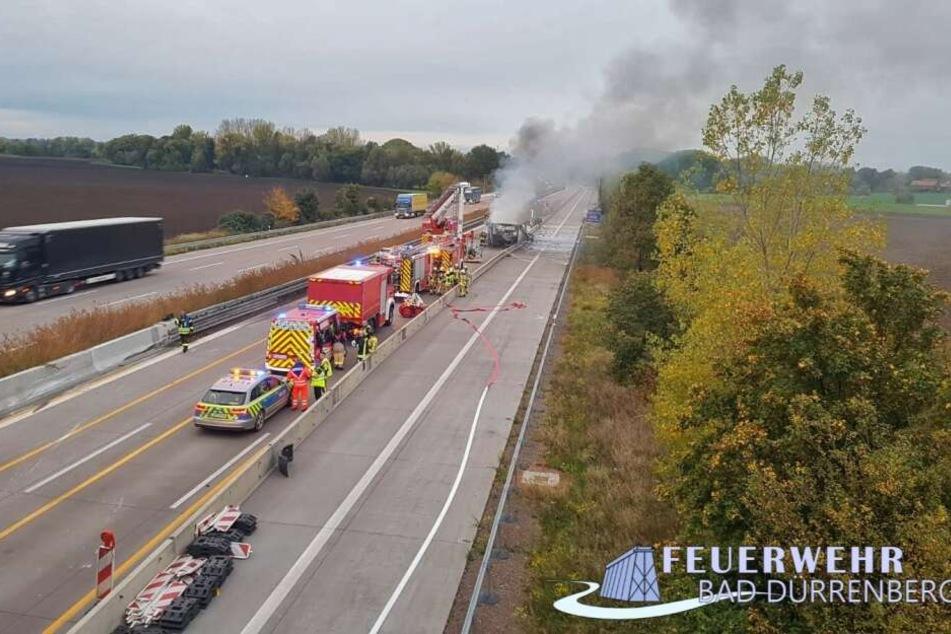 Die A9 musste wegen eines ausgebrannten Lastwagens für 18 Stunden voll gesperrt werden.