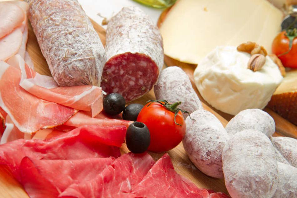 Die Diebe vergriffen sich an Speck, Käse, Olivenöl und Salami (Symbolfoto).