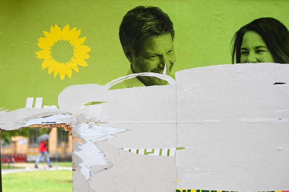 So wie hier in Leipzig ein Wahlplakat der Grünen - musste Wahlwerbung vieler Parteien dran glauben und wurde mutwillig beschädigt.