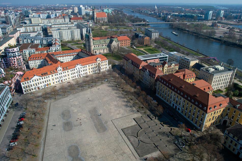 Magdeburg: Auto kracht in Fahrradfahrerin, dann fliegen die Fäuste