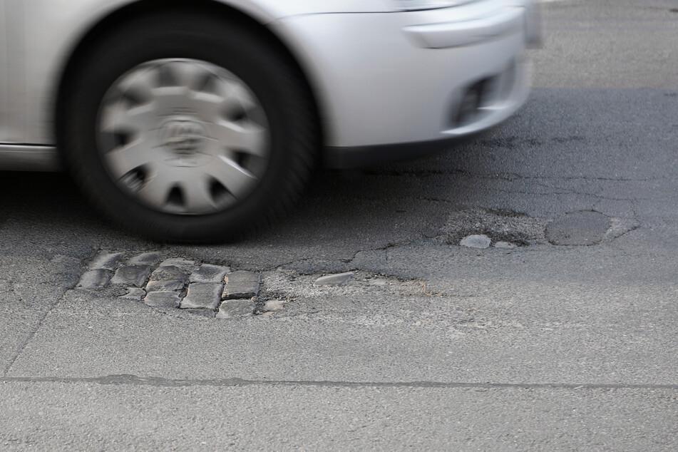 Der Wagen wurde durch Schüsse auf die Reifen gestoppt. (Symbolbild)