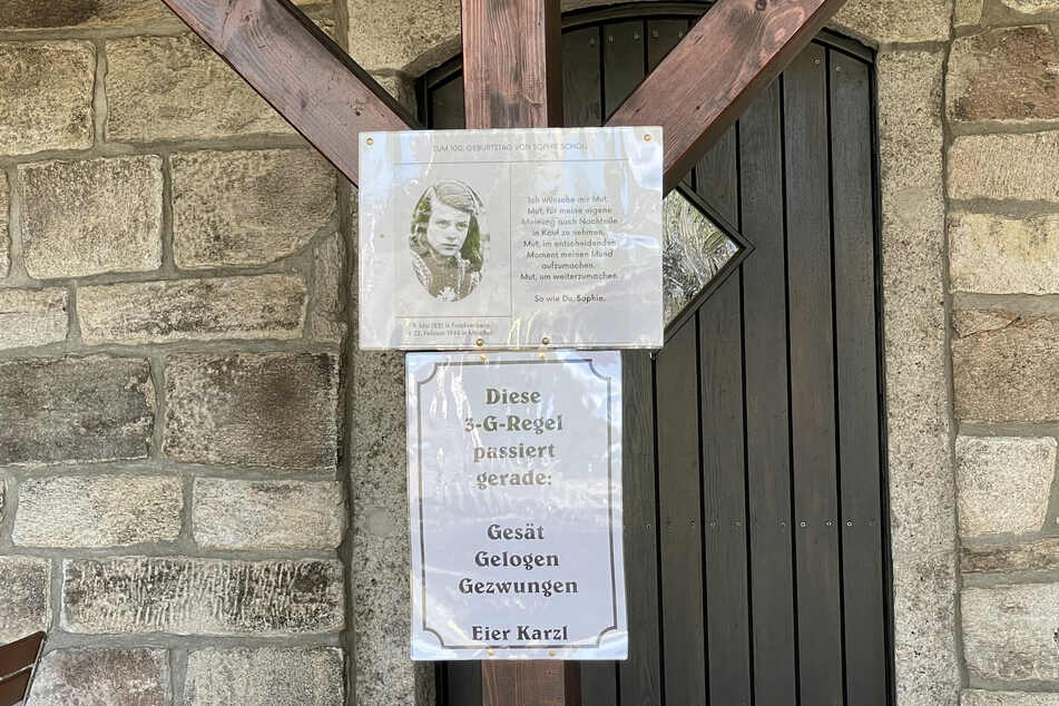 Auch ein Bild der Widerstandskämpferin Sophie Scholl ist zu sehen.
