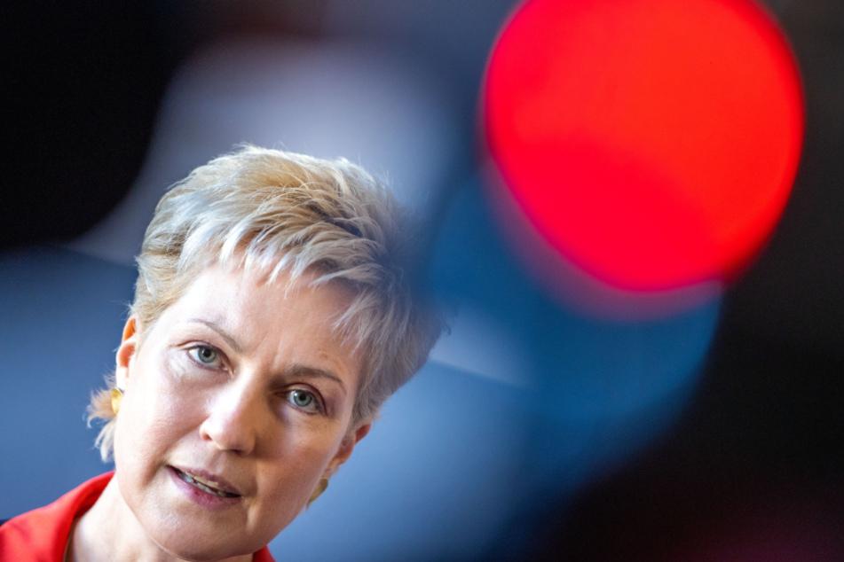 Ministerpräsidentin Manuela Schwesig (46, SPD) verkündet den neuen Kabinettsbeschluss.