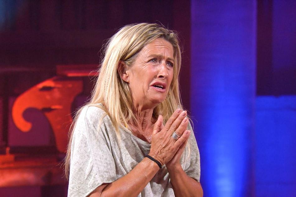Michaela fleht ihren Mann Martin an, das Spiel zu beenden.