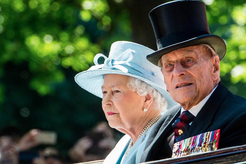 Queen Elizabeth II and Prince Philip get the coronavirus vaccine!