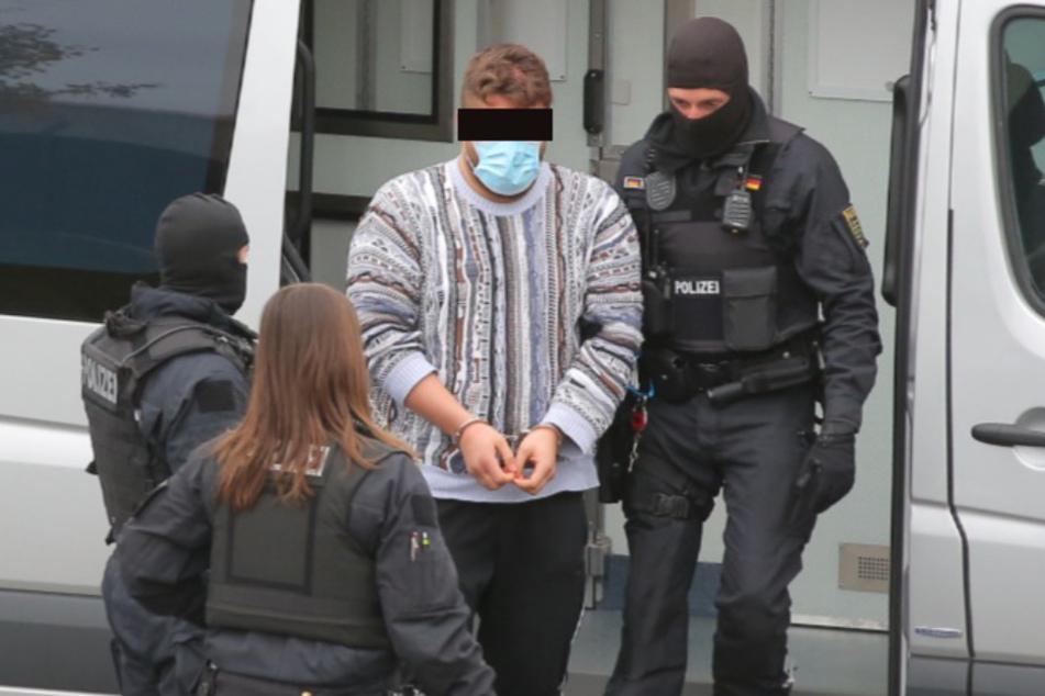 Inzwischen ist auch der dritte Verdächte bei der Außenstelle des Oberlandesgericht Dresden angekommen.