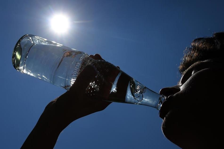 Viel trinken ist an besonders heißen Tagen unerlässlich.