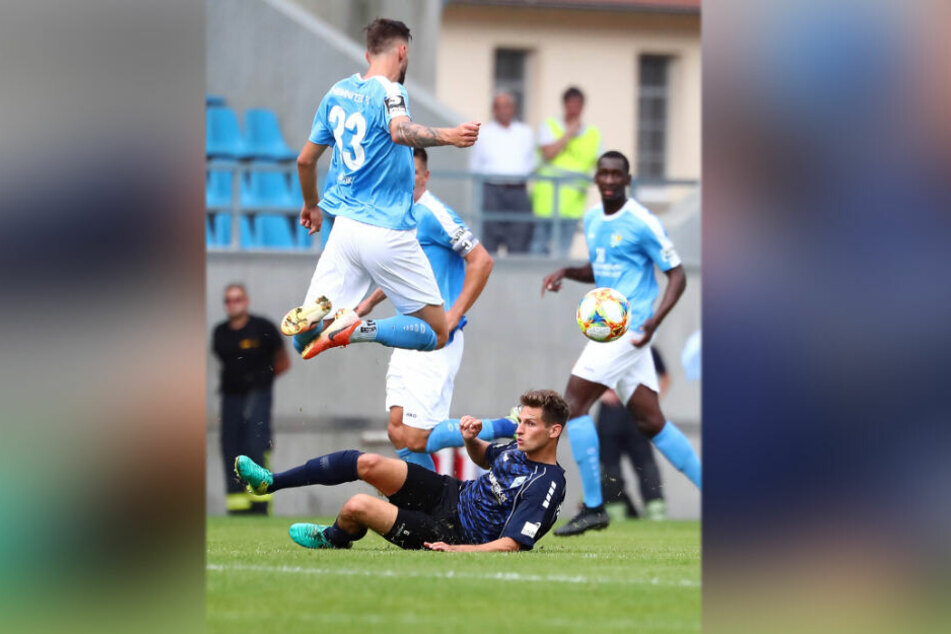 Beim glücklichen 1:1 in der Hinrunde hatte der CFC einen schweren Stand. Hier wird Dejan Bozic vom Mannheimer Marco Schuster gestoppt.