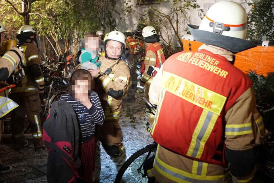 Die Rettungskräfte der Feuerwehr konnten sieben Kinder retten.