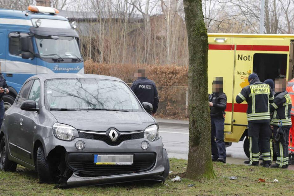 Die Fahrerin des Renault wurde bei dem Unfall verletzt.