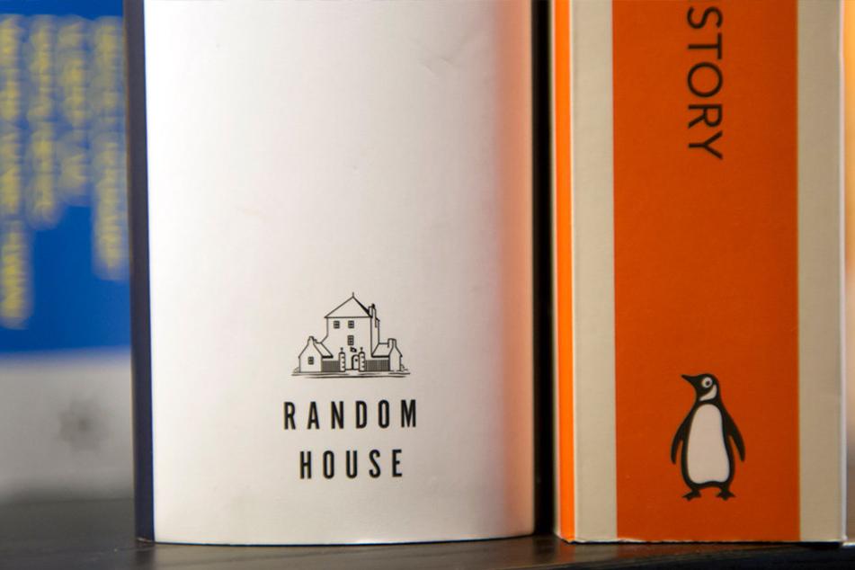Bücher aus den Buchverlagen Random House (l.) und Penguin.