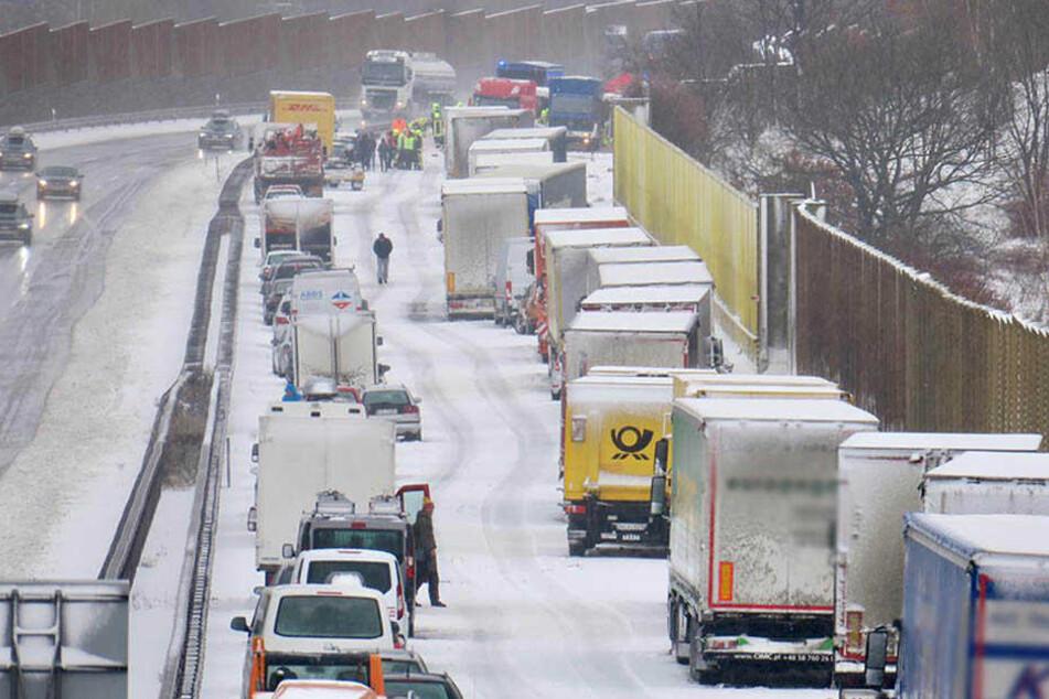 Schnee sorgt für Chaos auf Sachsens Straßen: Sperrungen auf A4 und A72