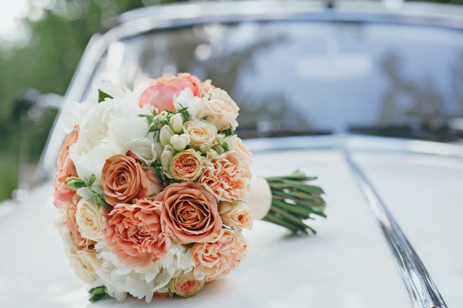 Weil Schüsse aus einem Autofenster fielen, wurde ein Hochzeitskorso in Berlin gestoppt (Symbolbild).