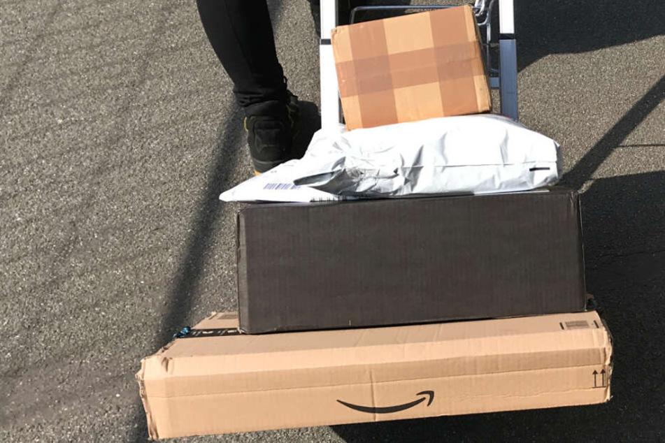 Dreiste Paketbotin klaut über 100 Pakete und macht ordentlich Beute