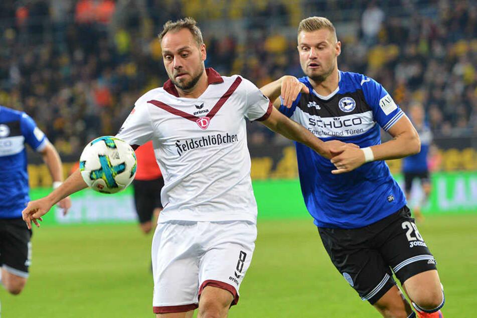 Florian Hartherz (r.) möchte auch gegen Holstein Kiel wieder viele Flanken schlagen.