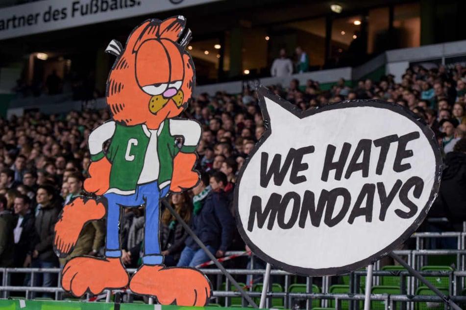 """Bremens Fanszene symbolisiert mit Comic-Kater """"Garfield"""" ihre gemeinsame Abneigung gegenüber Montags-Spielen."""