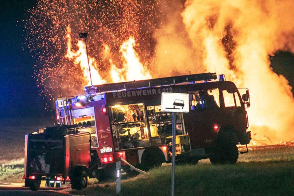 Meterhohe Flammen: Feuerwehr kommt gerade noch rechtzeitig