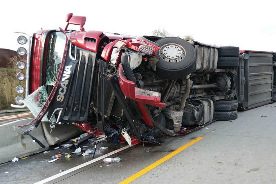Der Fahrer musste aus seinem Führerhaus befreit werden.