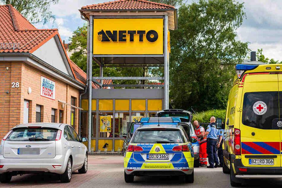 Polizei-Einsatz vor Supermarkt: Mann randaliert