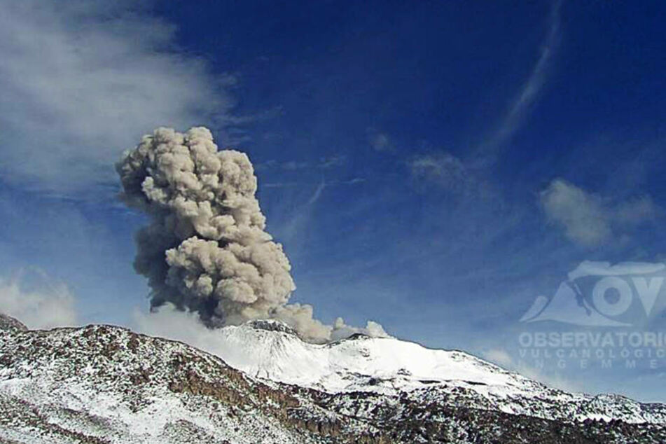 In Peru spuckt der Vulkan Sabancaya Asche. Die Regierung hat den Notstand ausgerufen.