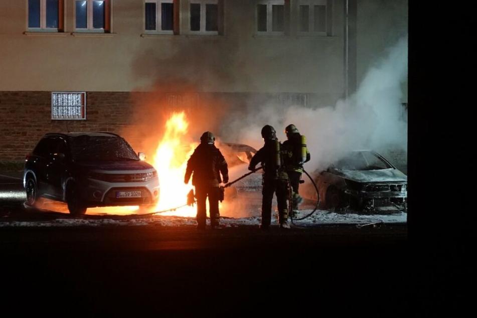 Auf das Gelände der Polizeidirektion und Polizeibehörde in Leipzig-Leutzsch ist am Sonntagabend ein Brandanschlag verübt worden.