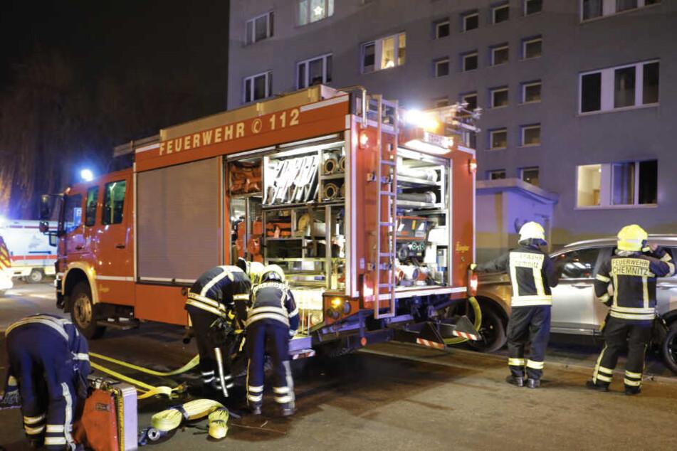 Handlöscher retten Leben nach Küchenbrand im Plattenbau