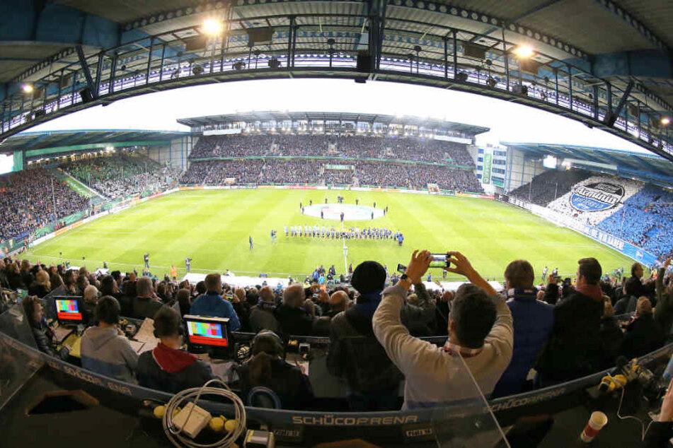 Sechs Unternehmen teilen sich den neuen Besitz an der Schüco Arena.