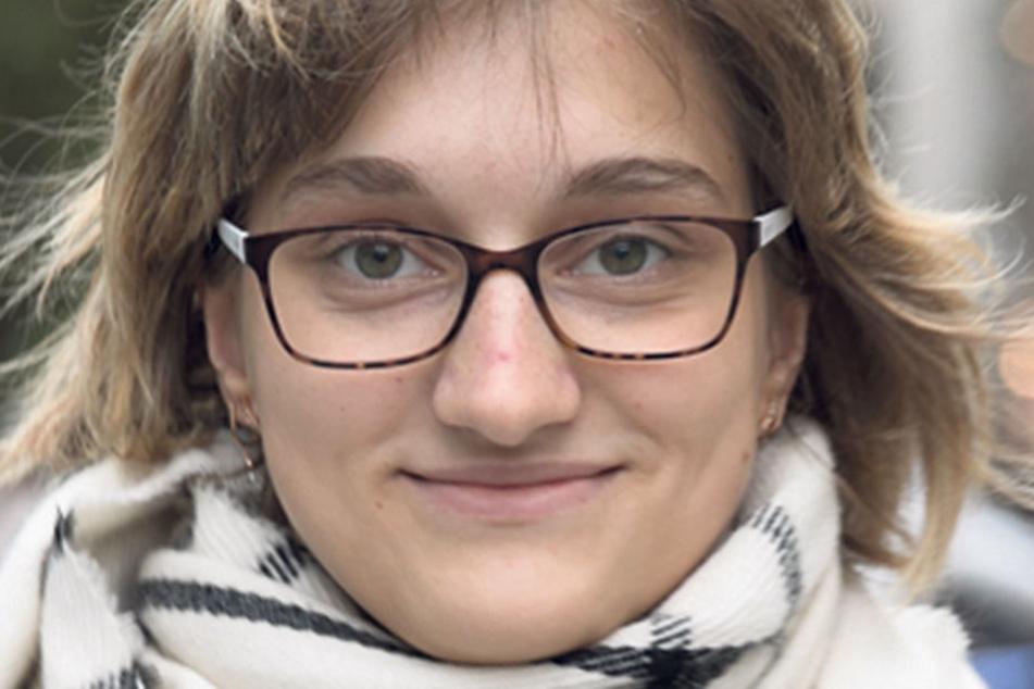 """Nicole Büttner (18), Auszubildende aus Dresden, darf zum ersten Mal wählen: """"Meine Entscheidung zwischen der CDU und der SPD ist noch nicht gefallen. Frau Merkel ist erfahren, sie ist schon lange im Amt. Herr Schulz beantwortet Fragen sehr ehrlich."""""""