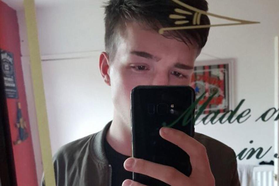 Callum Howden (22) staunte nicht schlecht, als er die Gedenkkarte las.