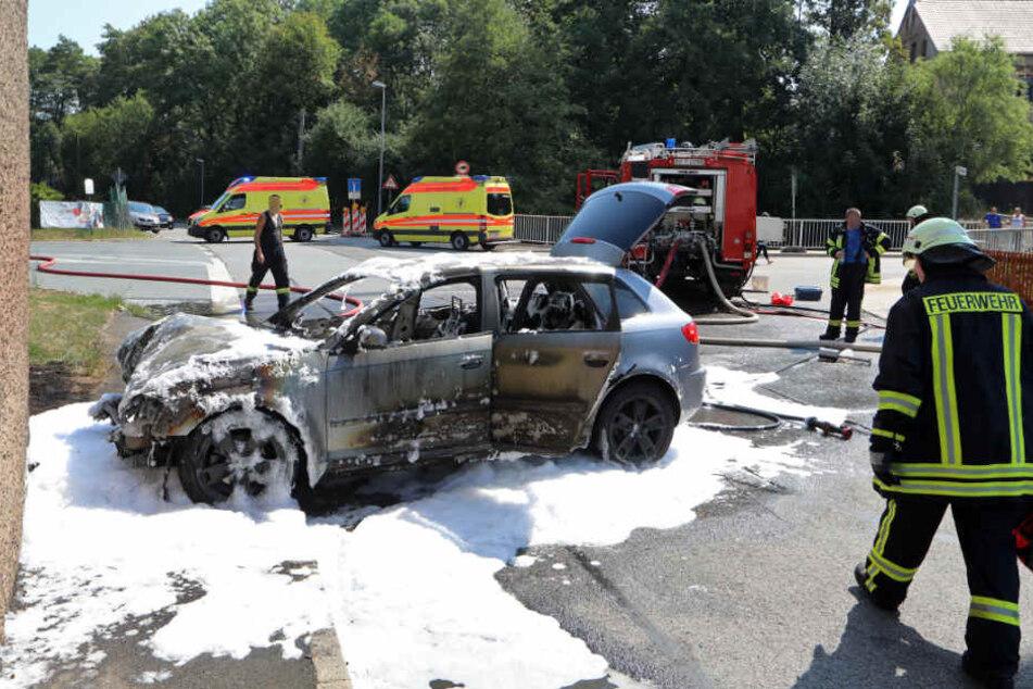An der voll gesperrten Kreuzung waren mehrere Krankenwagen sowie die Polizei im Einsatz.