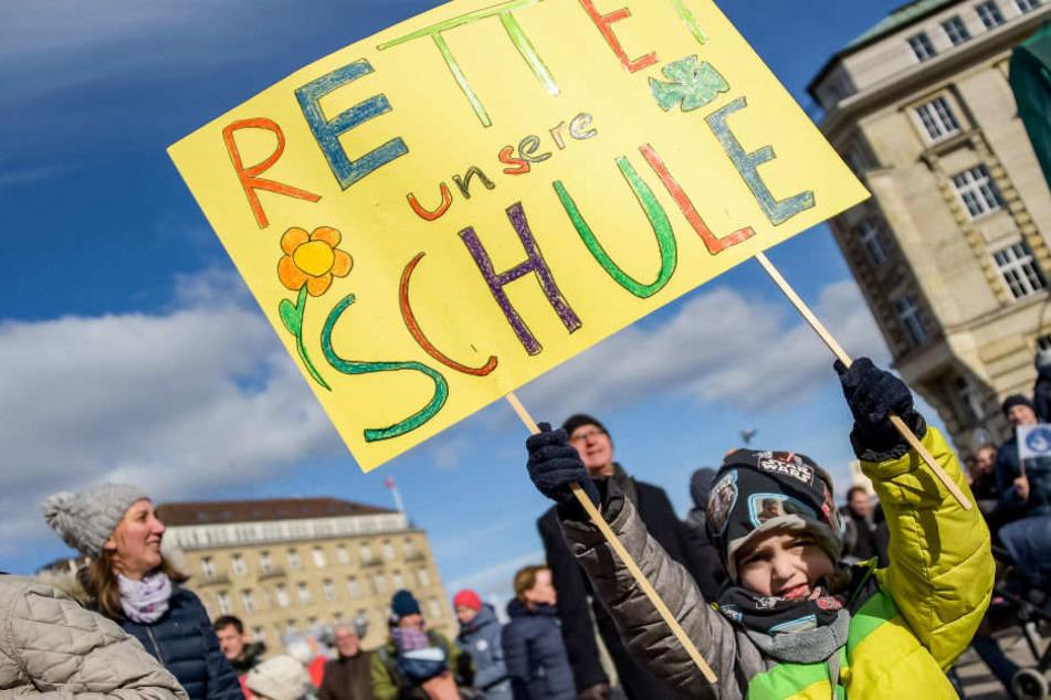 Rund 1000 Teilnehmer Demo für Rettung der katholischen Schulen