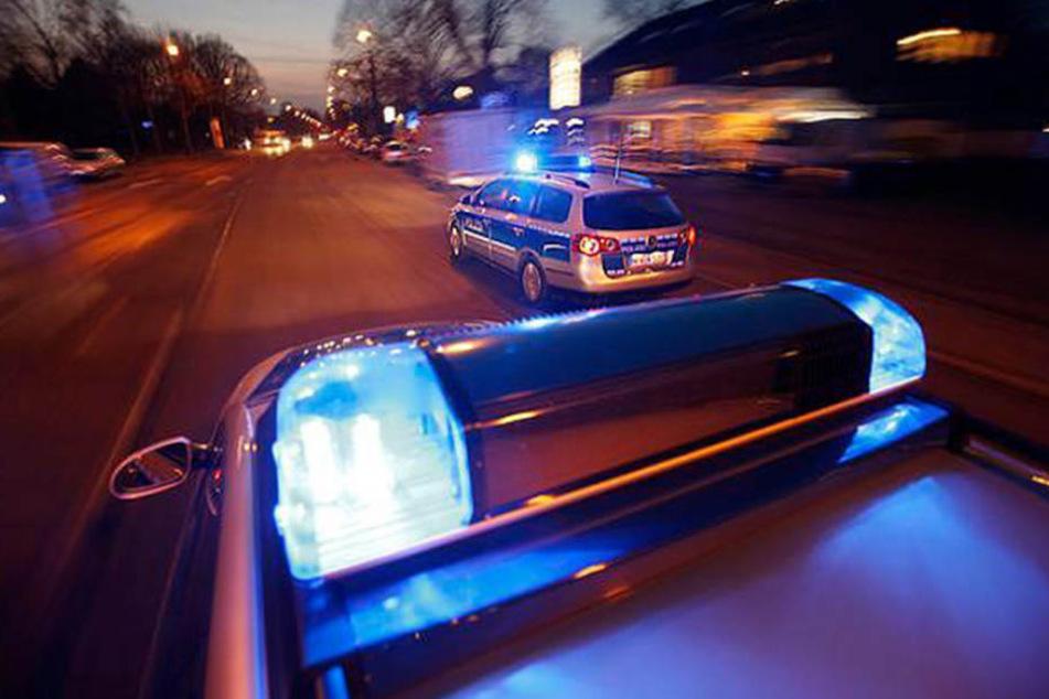 Wilde Verfolgungsjagd: Zwei Polizisten schwer verletzt