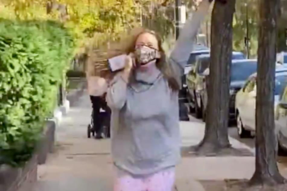 Jennifer Lawrence (30) ist in ihrem neuen Twitter-Video kaum wiederzuerkennen.